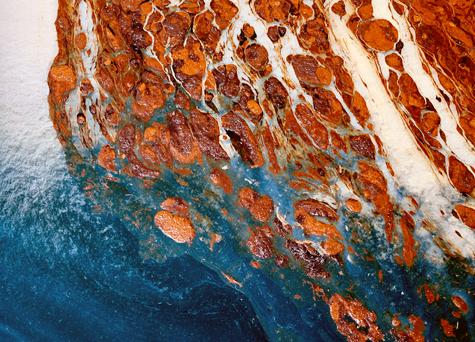 Oil-spill-surf-ocean-475
