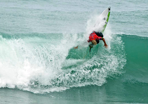 Adam-melling-new-zealand-surf-cold-water-475