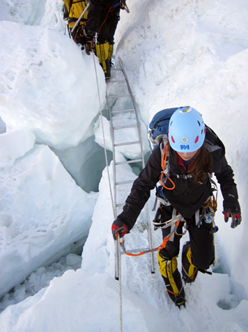 Ladder-everest-icefall-training-475
