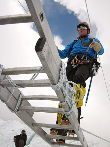 Bill-climbing-icefall-training-everest-475